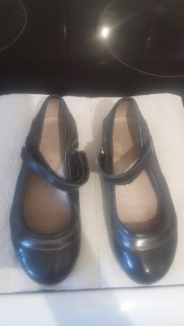Школьные туфли на девочку 26-30 размер за 2 тыс