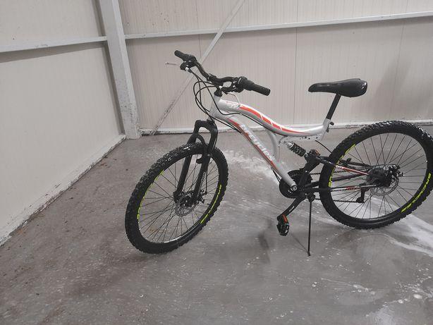 Bicicleta cu frane pe disk