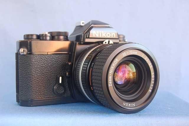 Aparat Foto cu Film Nikon FM + Obiectiv Zoom Nikkor 25-70