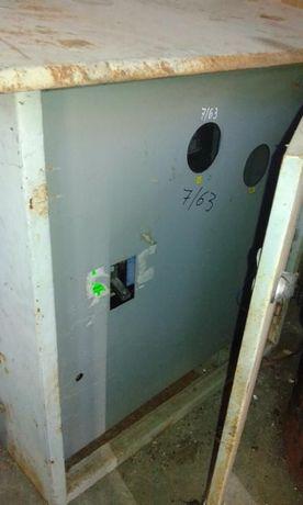 Кутия за ток с автоматични Ключ-бушони
