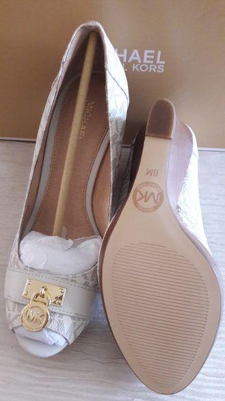 Нови обувки М.Kors