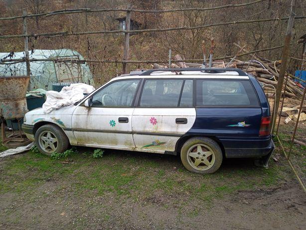 Dezmembrez Opel Astra F Caravan 1,7 td