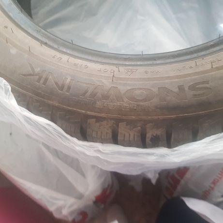 Зимние шины ,почти новые ,без порезов