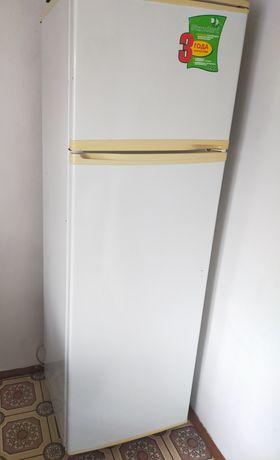 Холодильник LG, белого цвета