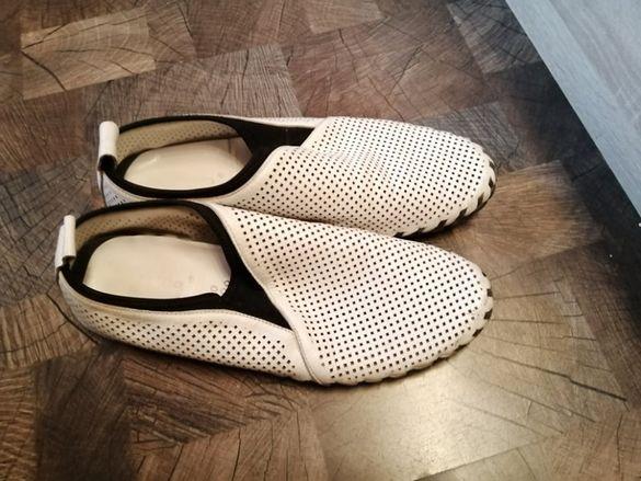 Два чифта мъжки обувки