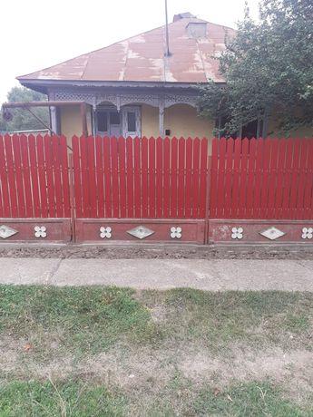 Vând casa la tara