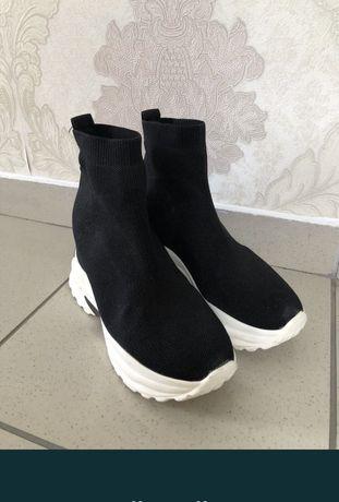 Sneakersi adidasi cu toc intern