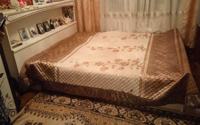 Продам двухспальная кровать с тумбочками