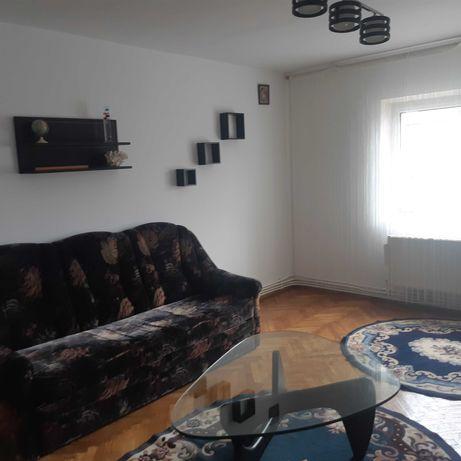 Apartament cu 3 camere de închiriat
