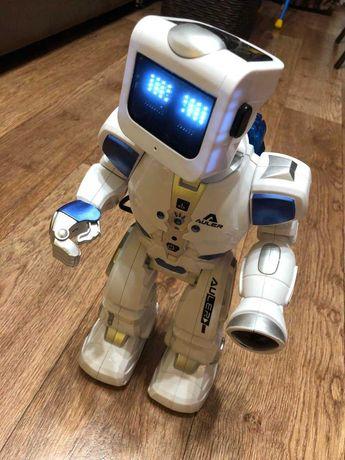 Робот на пульте говорящий