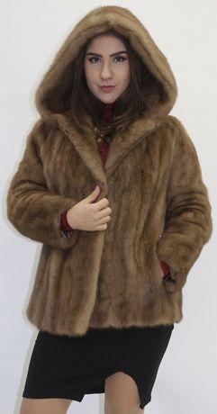 VIS DE IARNA!Splendida haina cu gluga din blana de vizon.
