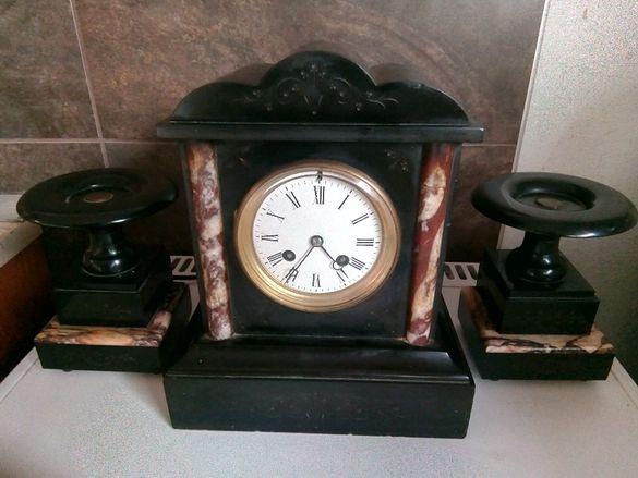 Стар каминен мраморен английски часовник със свещници