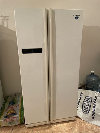 Холодильник Samsung Side by Side