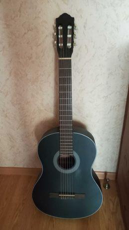Продаю гитару классическую