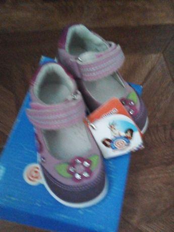Продам новые кожанные туфельки для девочек