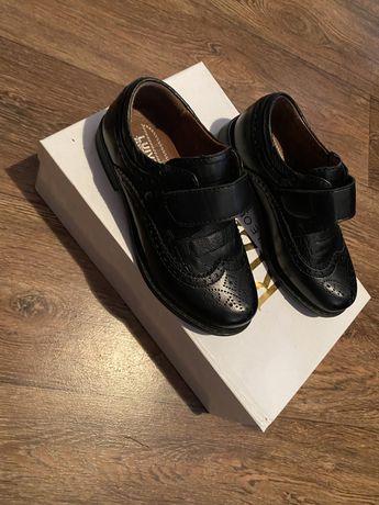Продаю туфли для мальчика