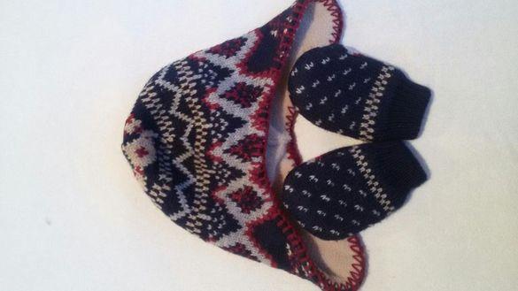 Бебешки шапка и ръкавици + подарък лигавник