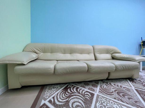 Крепкий диван