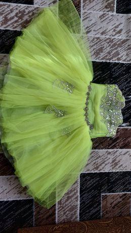 Продам платье салатового цвета