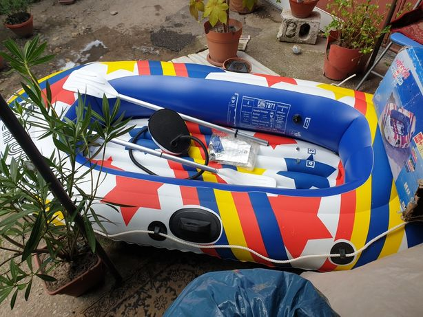 barcă gonflabilă de pescuit sau agrement
