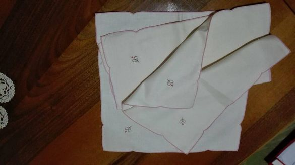 Продавам кърпи за храна с бродиран монограм