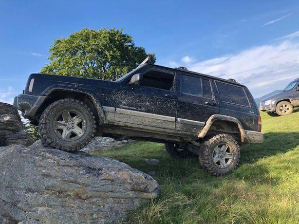 Dezmembrez jeep cherokee