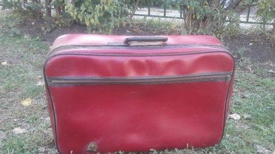 Куфар ретро червен среден