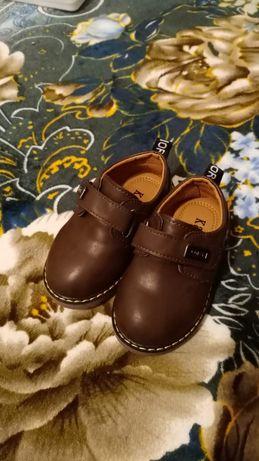 Новые ботинки для мальчиков.