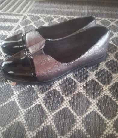 Продам обувь. Обувала пару раз. Размер не подошёл.