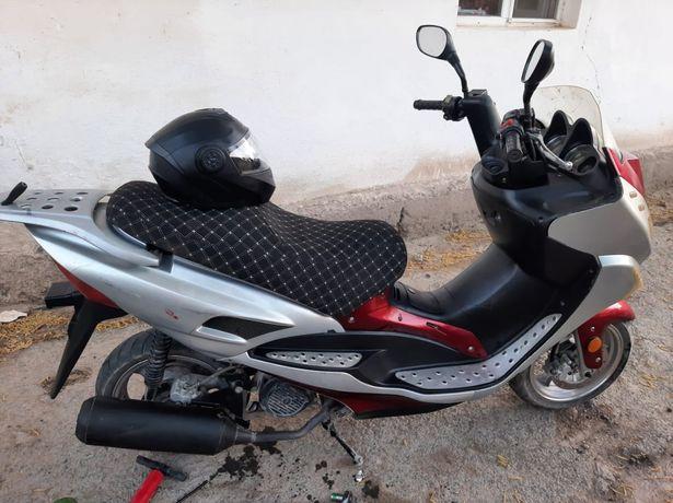 Скутер макси Jonway