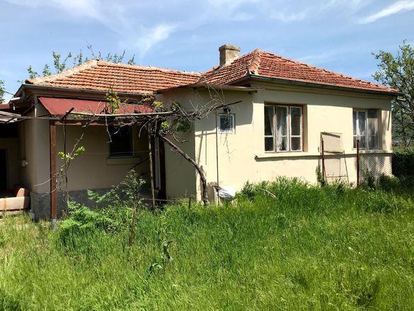 Къща с голям двор в с. Оризаре