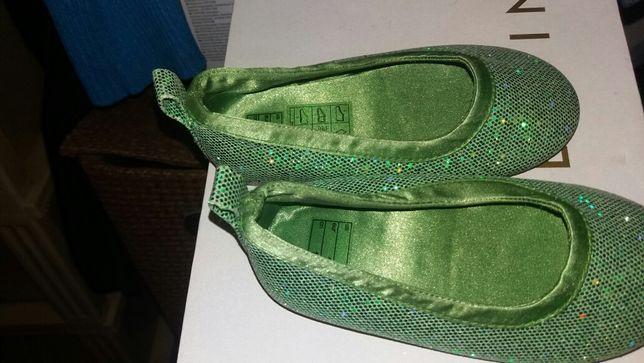 Vând pantofi fetiță