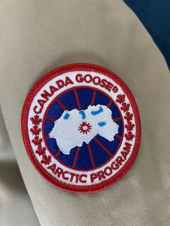 Пуховик. Canada Goose.