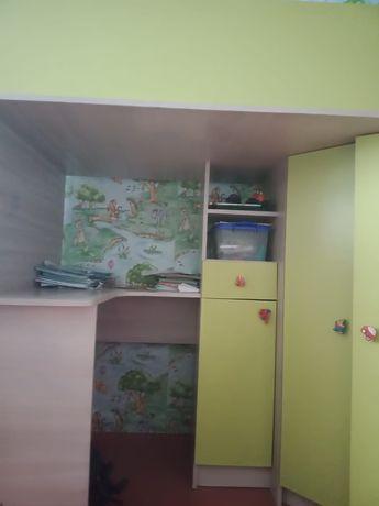 Детские кровати. 3 в одном Кравать.шкаф и стол для учёбы