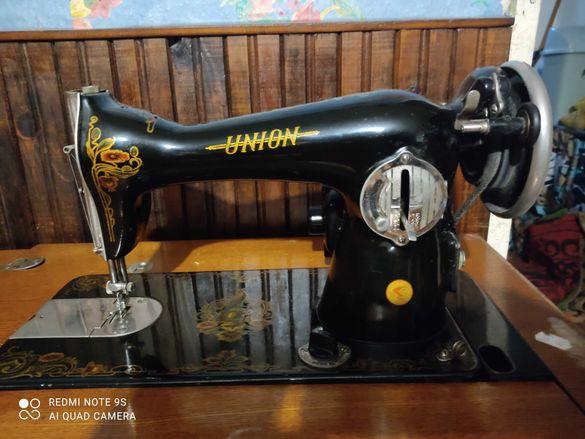 Продавам шевна машина ЮНИОН с електрически педал