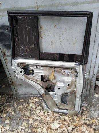 Продам заднюю левую дверь на Mitsubishi pajero