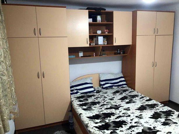 Mobila dormitor in stare foarte buna