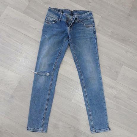 Фирменные  джинсы на  лето