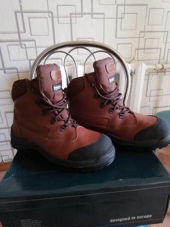 Продам рабочие ботинки