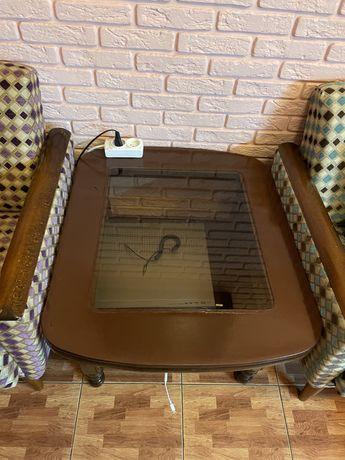 Журнальный столик, антиквариант мебель.