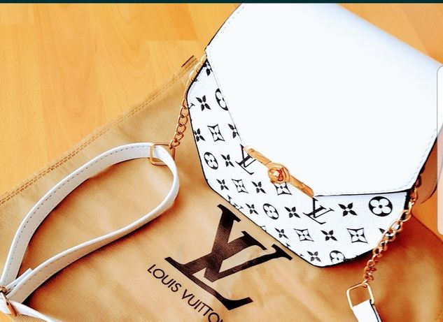 Geanta  Louis Vuitton mini new model logo metalic auriu