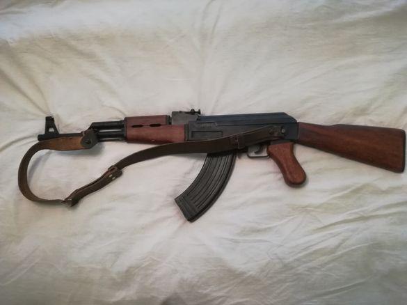 Автомат АК 47-Калашник. Автоматична скорострелна пушка. Реплика 1/1
