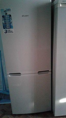 Холодильник белого цвета, в отличном состоянии. Цена договорная