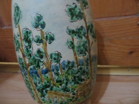 Антикварна ваза с ръчно изрисувани ловни мотиви