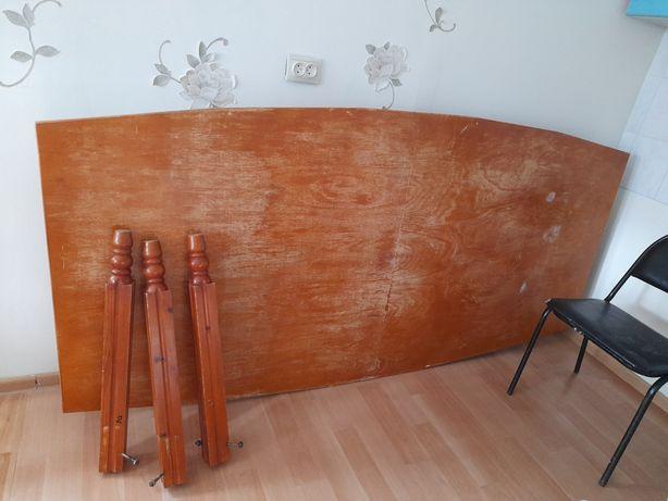 Стол деревянный для гостинной или кухни