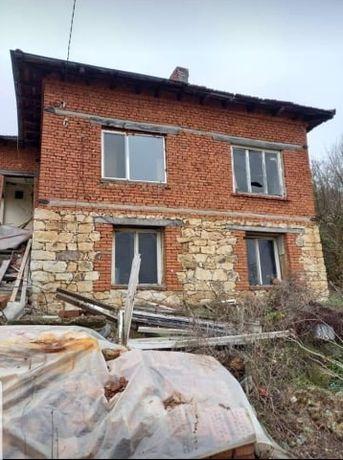 """Имоти """"Дарени"""" 5227 продава двуетажна къща в с. Книжовник"""
