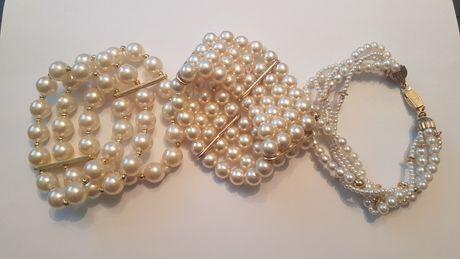 Vand 3 bratari cu perle din plastic