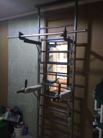 Продам гимнастическую лестницу с перекладиной и брусьями
