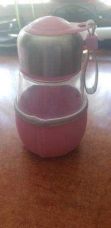 Cana sticla roz cu infuzor pentru ceai