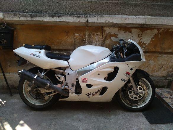 На части Suzuki gsxr 600/750 srad Сузуки гсхр 600 срад